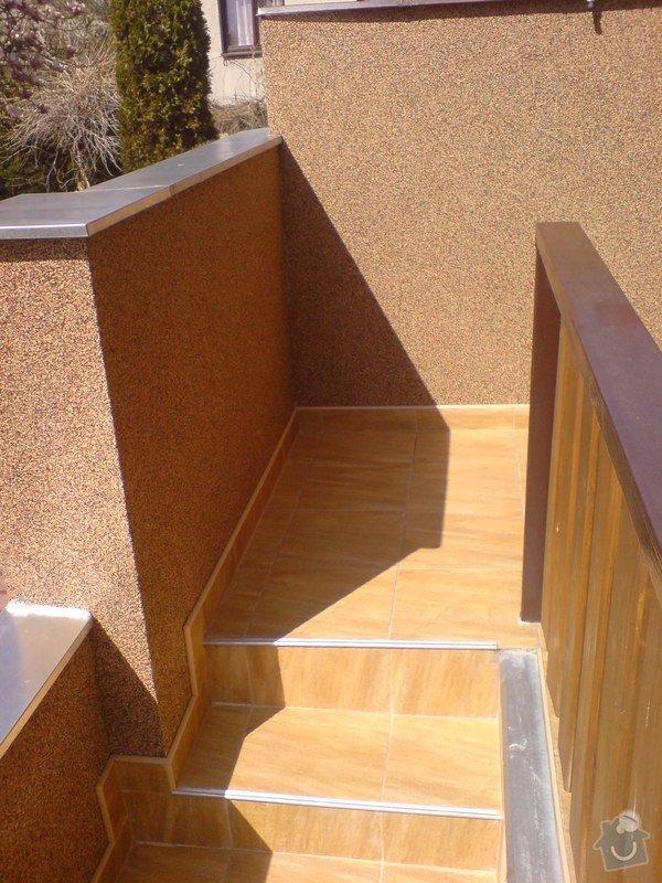 Oprava fasády domu, položení dlažby, marmolit, štukování: DSC01509