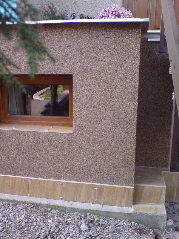 Oprava fasády domu, položení dlažby, marmolit, štukování: DSC01197