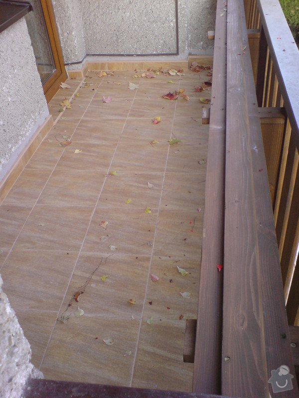 Oprava fasády domu, položení dlažby, marmolit, štukování: DSC01199