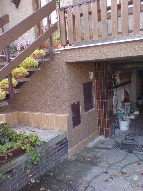 Oprava fasády domu, položení dlažby, marmolit, štukování: DSC01200