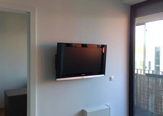 Vyvrtání a uchycení světla + LCD televizi namontovat na zeď