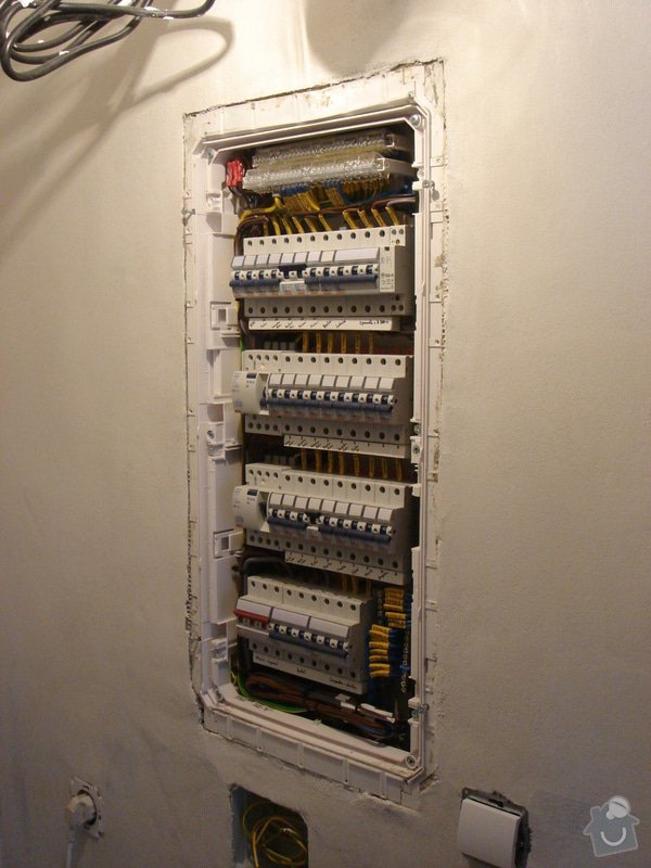 Montáž nového domovního rozvaděče, včetně vystavení revizní zprávy: elektro-holub2_012