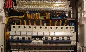 Montaz noveho domovniho rozvadece vcetne vystaveni revizni zp elektro holub2 003