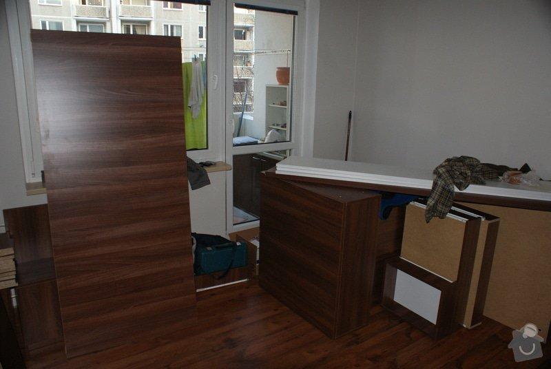 Ložnice-vestavěná skříň, postel s úložným prostorem, nástavcová stěna: DSC06771