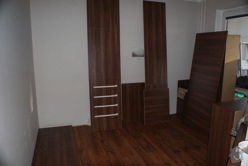 Ložnice-vestavěná skříň, postel s úložným prostorem, nástavcová stěna: DSC06772