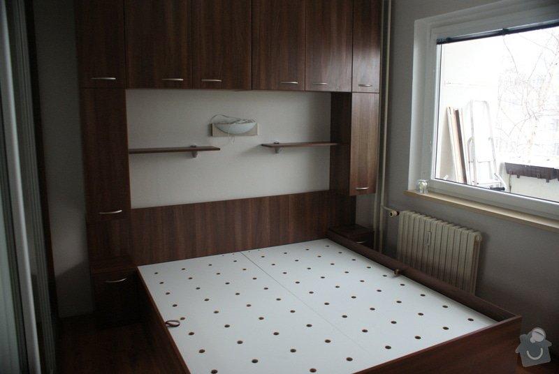 Ložnice-vestavěná skříň, postel s úložným prostorem, nástavcová stěna: DSC06777