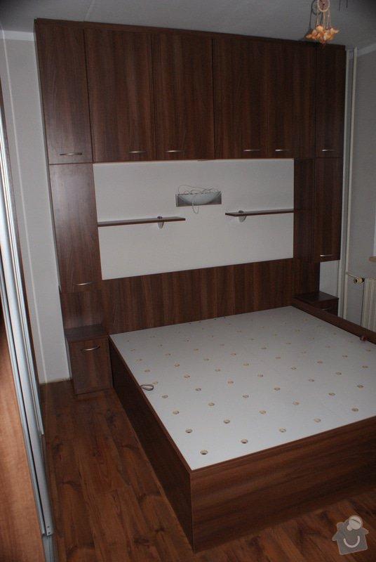 Ložnice-vestavěná skříň, postel s úložným prostorem, nástavcová stěna: DSC06780