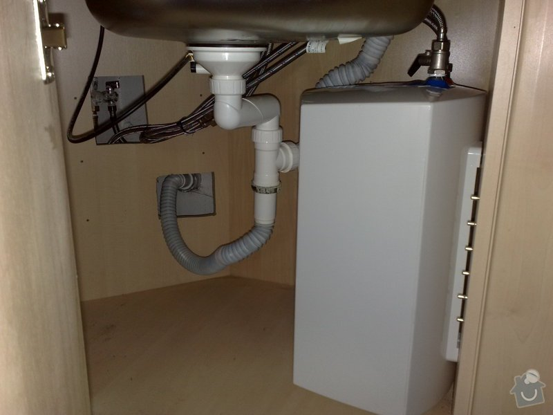 Instalace průtokového ohřívače pod dřez v kuch. lince: 16122010303