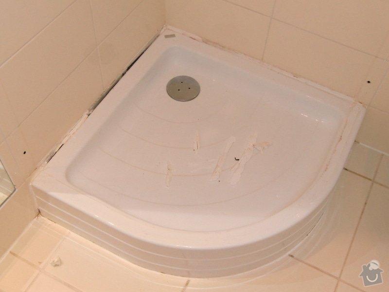 Vymena sprchoveho koutu: Demontovana_zastena_a_otrhane_listy
