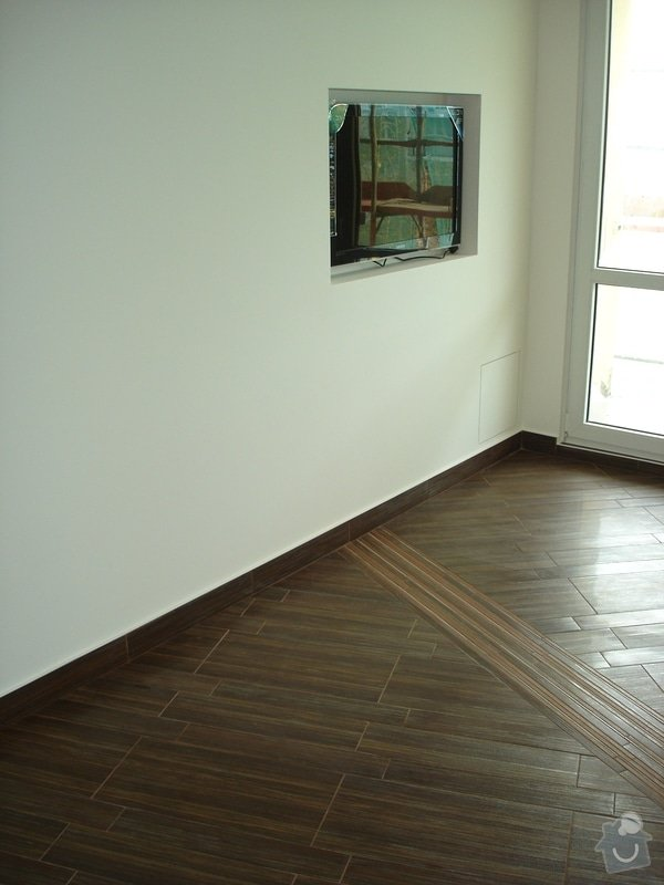 Rekonstrukce omítek a podlahy: DSC08640