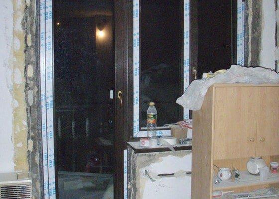 Začištění špalet kolem oken