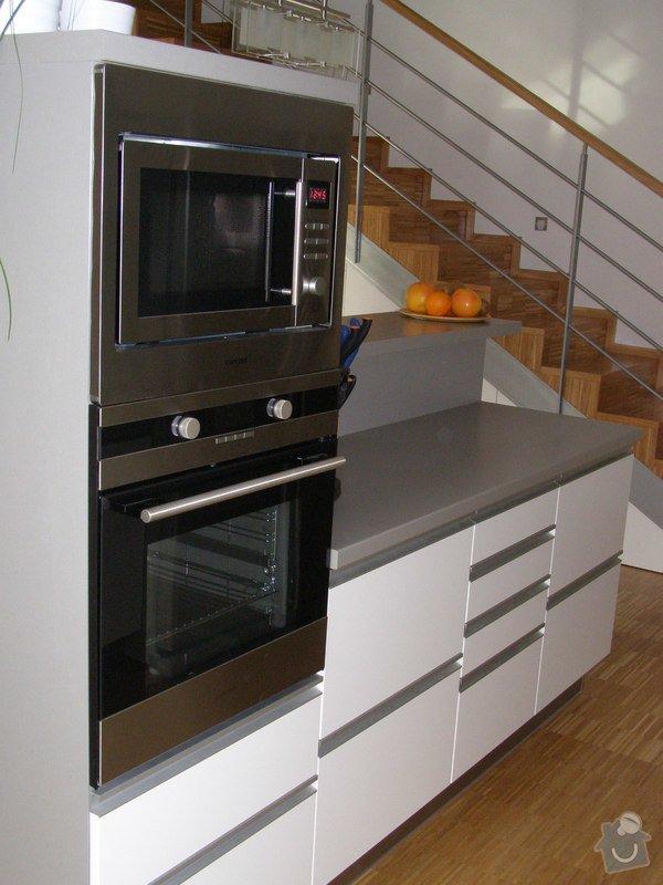 Kuchyňská linka,vestavné skříně: P1160606
