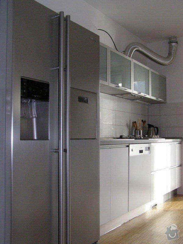 Kuchyňská linka,vestavné skříně: P1160605