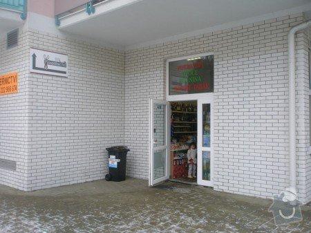 Odstranění graffiti na fasádě s použitím ochranného nátěru: PC220493