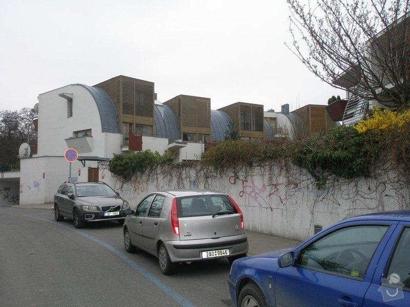 Odstranění graffiti na fasádě s použitím ochranného nátěru: P4150137