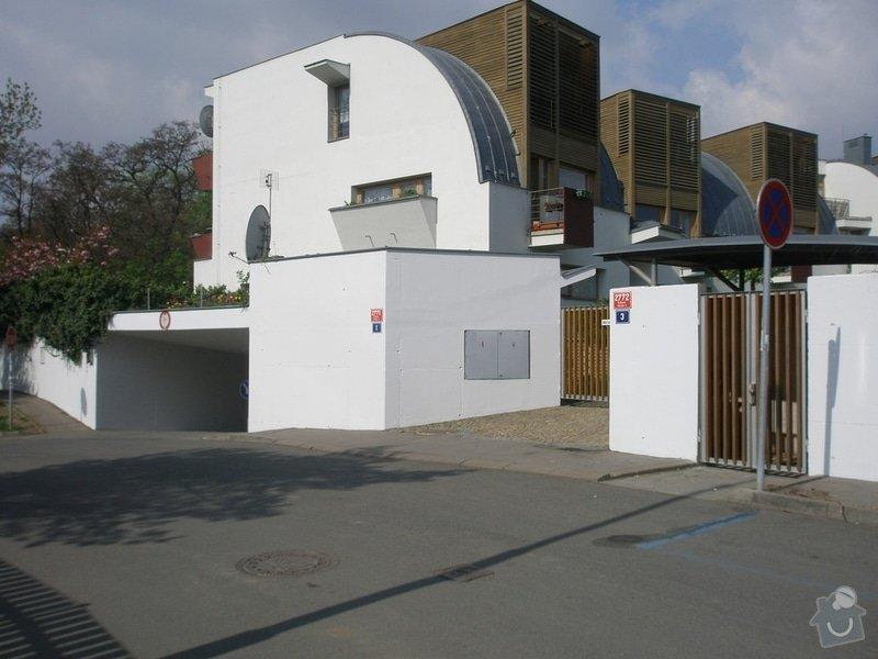 Odstranění graffiti na fasádě s použitím ochranného nátěru: P4280150