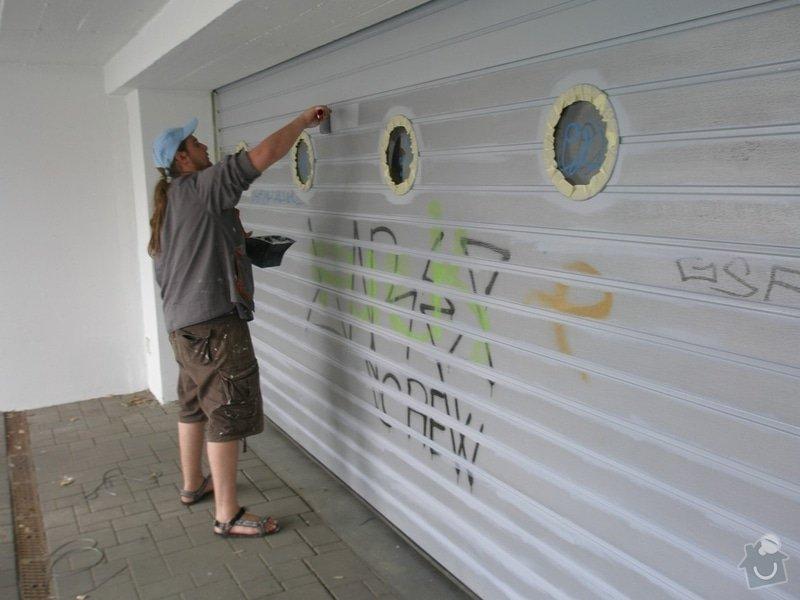 Odstranění graffiti na fasádě s použitím ochranného nátěru: P4280162