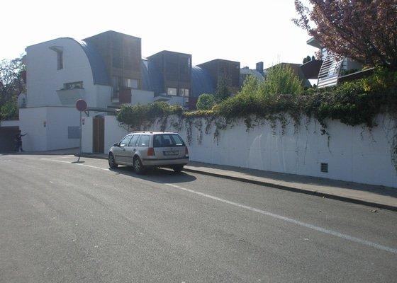 Odstranění graffiti na fasádě s použitím ochranného nátěru