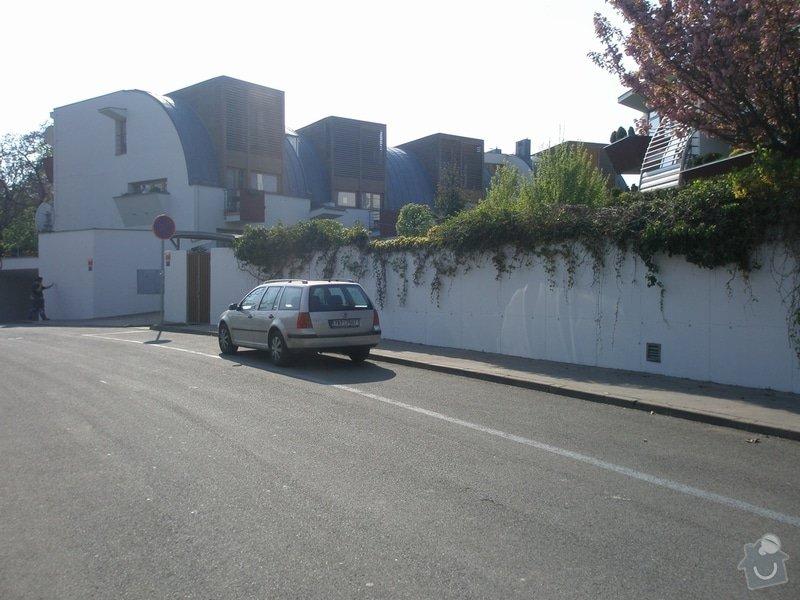 Odstranění graffiti na fasádě s použitím ochranného nátěru: P4280177