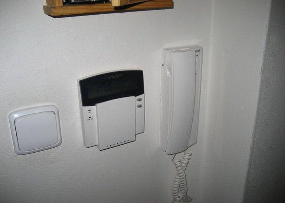 Instalace domovního telefonu a el. zámku