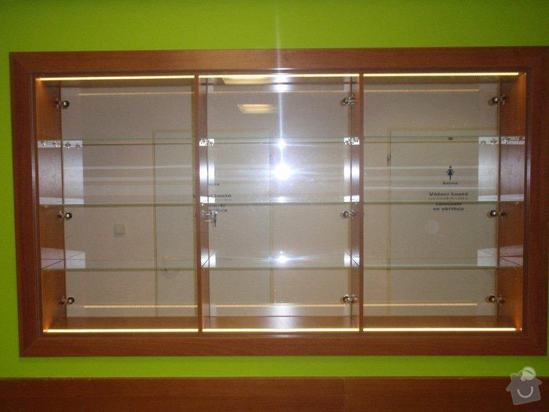 Skleněná vitrína s leddiodovým osvětlením: P1261098