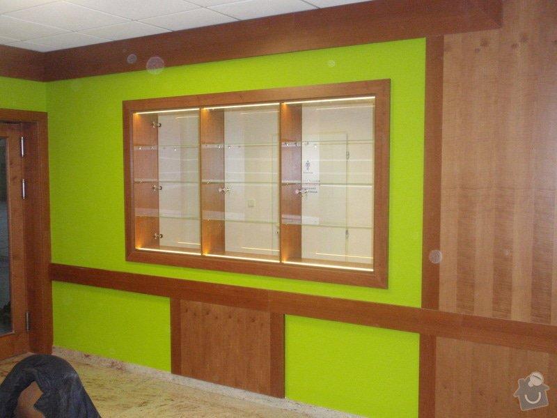Skleněná vitrína s leddiodovým osvětlením: P1261099