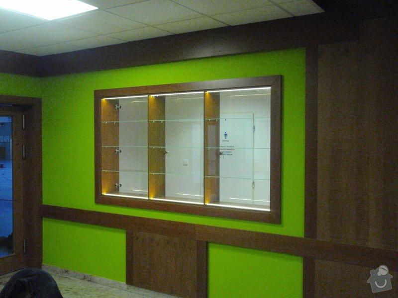 Skleněná vitrína s leddiodovým osvětlením: P1261100