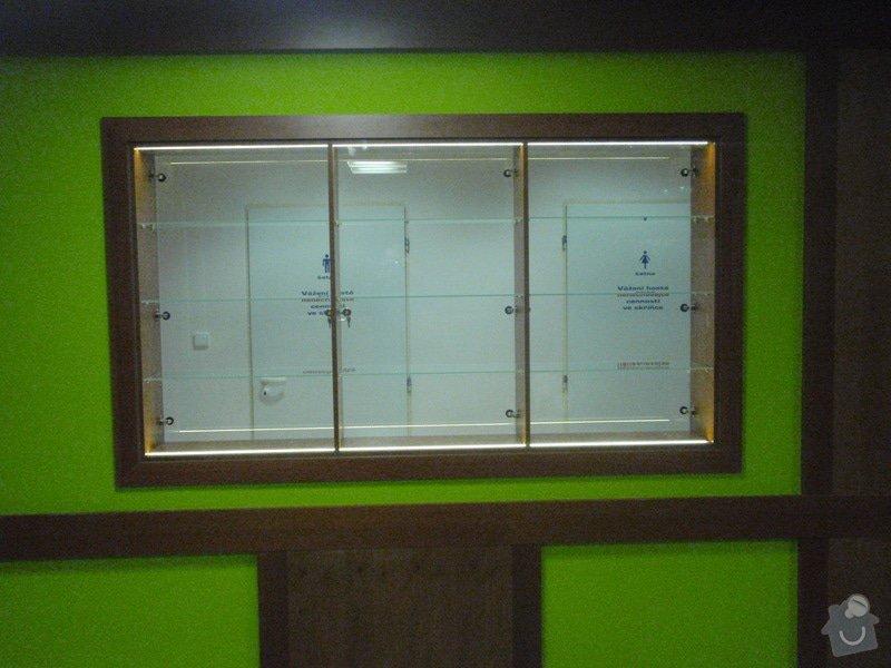 Skleněná vitrína s leddiodovým osvětlením: P1261101