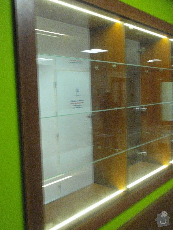 Skleněná vitrína s leddiodovým osvětlením: P1261103