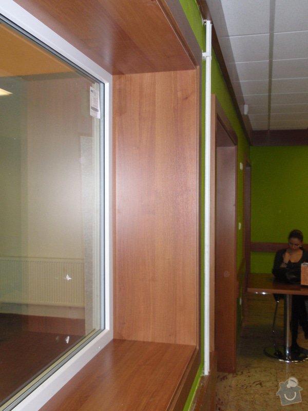 Skleněná vitrína s leddiodovým osvětlením: P1261110