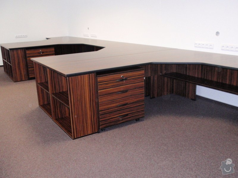 Výroba nábytku do kanceláře,pokládka koberců,výroba kuchyně,skříně na šanony,malování,štukování: truhlarna_akce_048