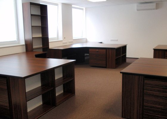 Výroba nábytku do kanceláře,pokládka koberců,výroba kuchyně,skříně na šanony,malování,štukování