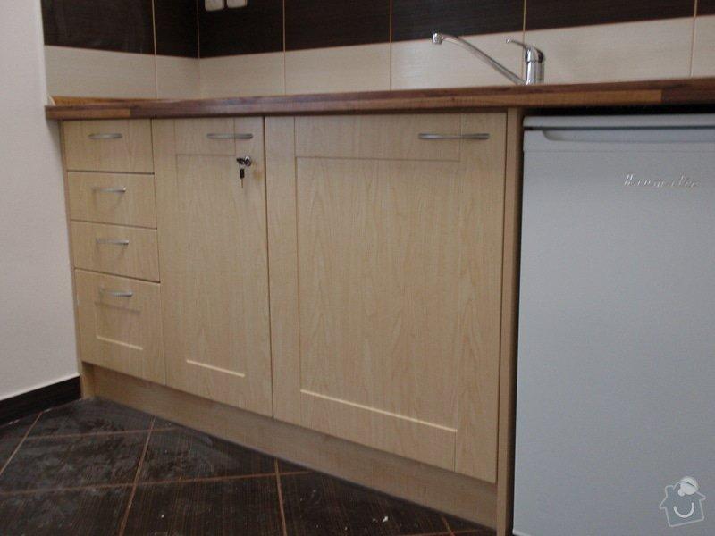Výroba nábytku do kanceláře,pokládka koberců,výroba kuchyně,skříně na šanony,malování,štukování: truhlarna_akce_033