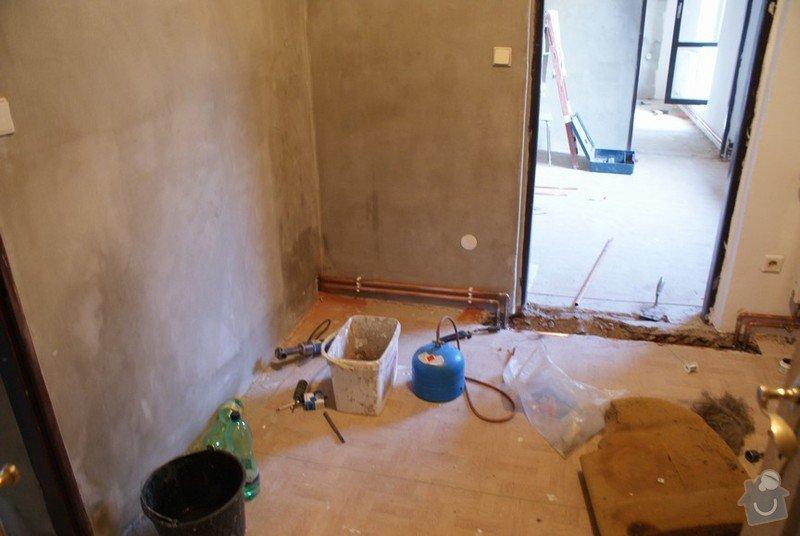 Plynový kotel a rozvody topení po domě: DSC08106