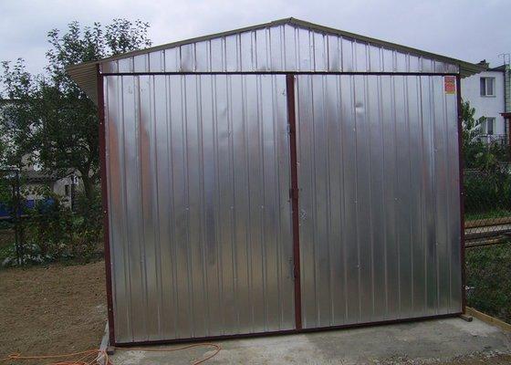 2 ks plechová garáž sedlová střecha, křídlová vrata