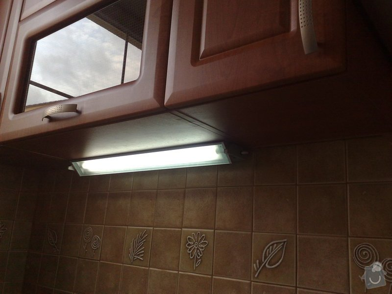 Montáž svítidel a el. trouby v kuchyňské lince: 05022011118
