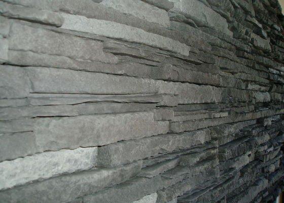 Obklad TV. stěny kamenným obkladem.