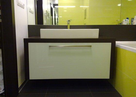 Koupelnová skříňka, knihovna