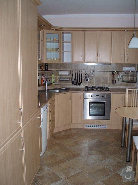 Kompletní interiér - podlahy, obklady, dlažby, instalatérské práce, krb: PB210047