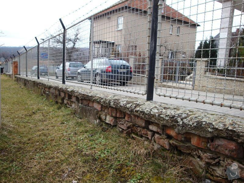 Stavba plotu z betonových tvárnic: DSC04587