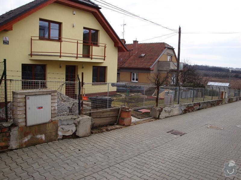 Stavba plotu z betonových tvárnic: DSC04589