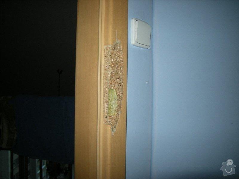 Oprava vykopnuté zárubně interiérových dveří: zaruben1