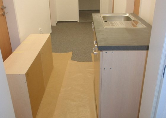 Výroba + montáž 14 ks kuchyňských linek, vč. dodání spotřebičů