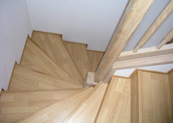 Položení plovoucí podlahy,obklad schodnic zaměření,výroba vestavné skříně a komody