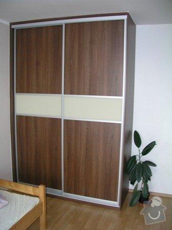 Položení plovoucí podlahy,obklad schodnic zaměření,výroba vestavné skříně a komody: skrin_inz