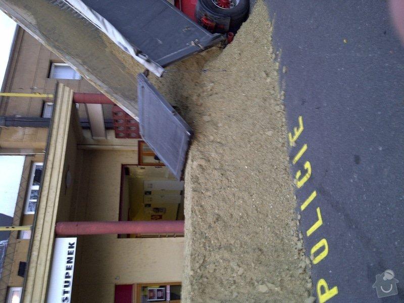Úprava terénu pro koně v Tesla aréně Holešovice: IMG-20101125-00059