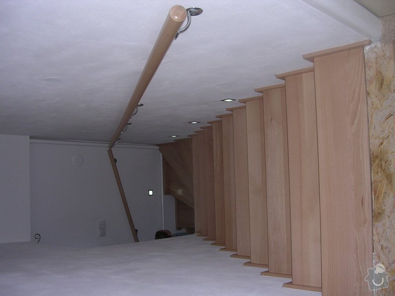 Obložení schodiště dřevem: DSCN0171