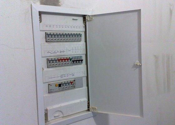 Instalace PC zásuvek a ventiláce do místnosti serverovna