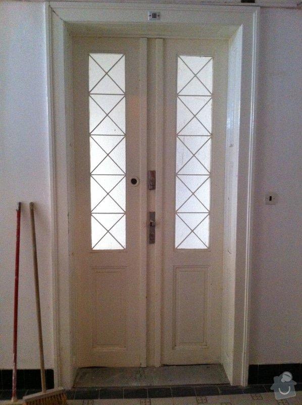 Renovace vstupních dveří z masivu.: pohled_z_chodby