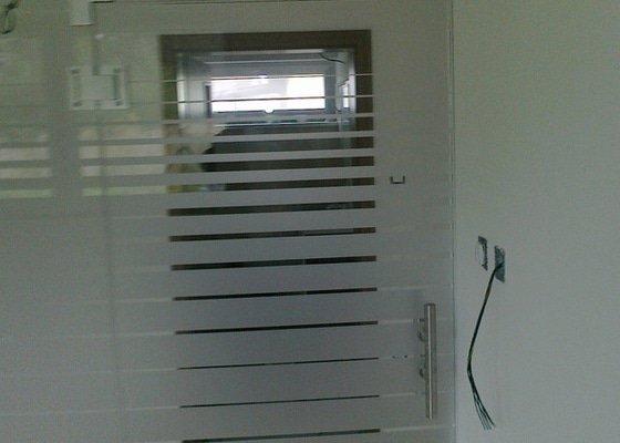 Montáž skleněné stěny a dveří